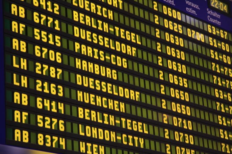 airport-285592_1920_Fotor